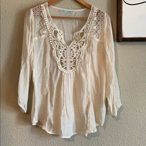 Casual lightweight dainty top